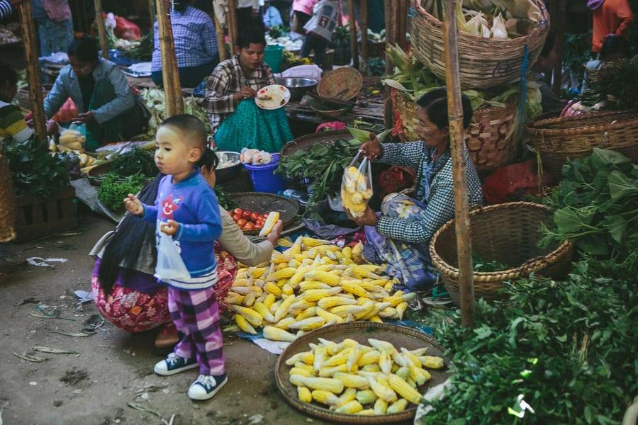 MarketDayInBagan-012